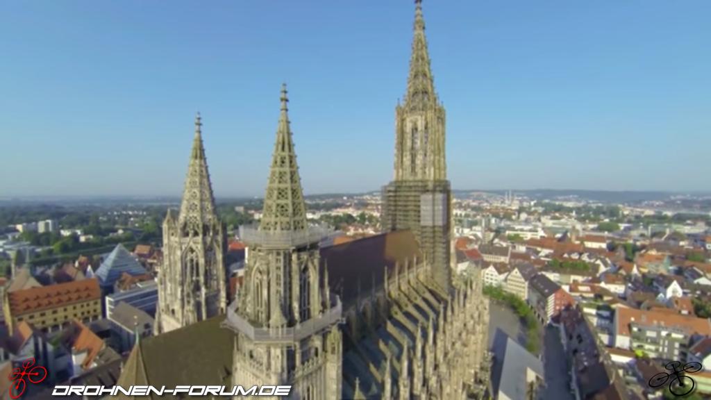 Der Höchste Kirchturm Der Welt Luftaufnahmen Videos Drohnen