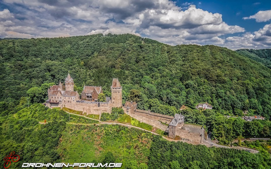 burg altena im sauerland luftaufnahmen fotos drohnen quadrocopter multicopter. Black Bedroom Furniture Sets. Home Design Ideas